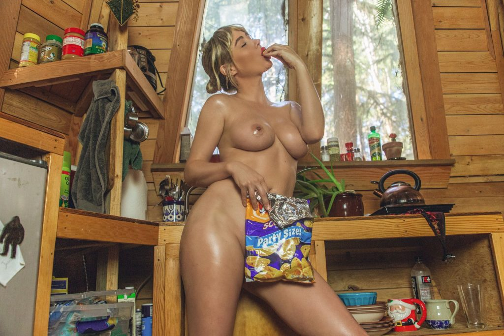 Oily Sara Underwood Stuffs Her Face with Food