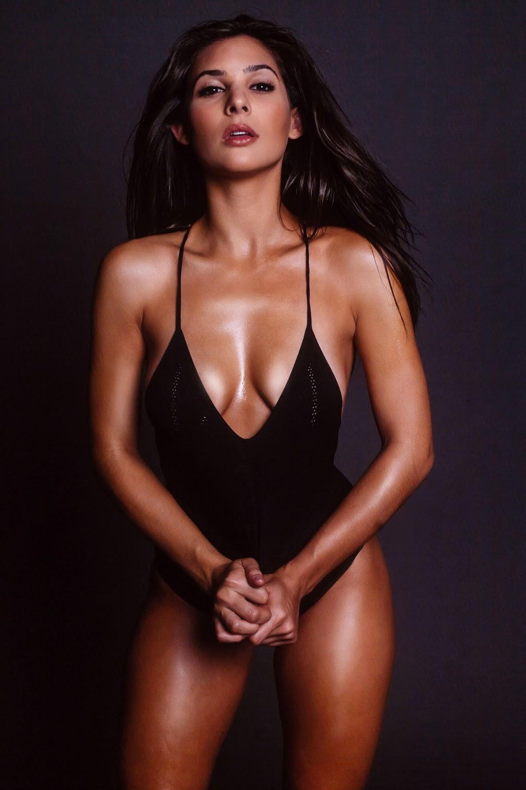 camila banus cleavage photos