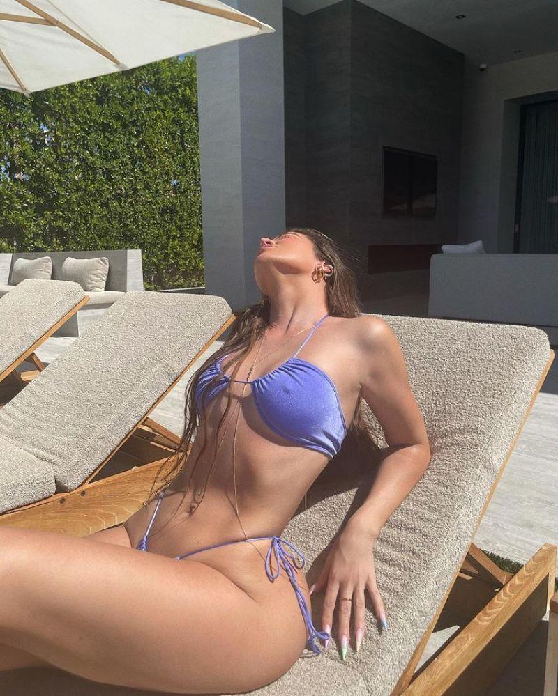 Khloé Kardashian Topless