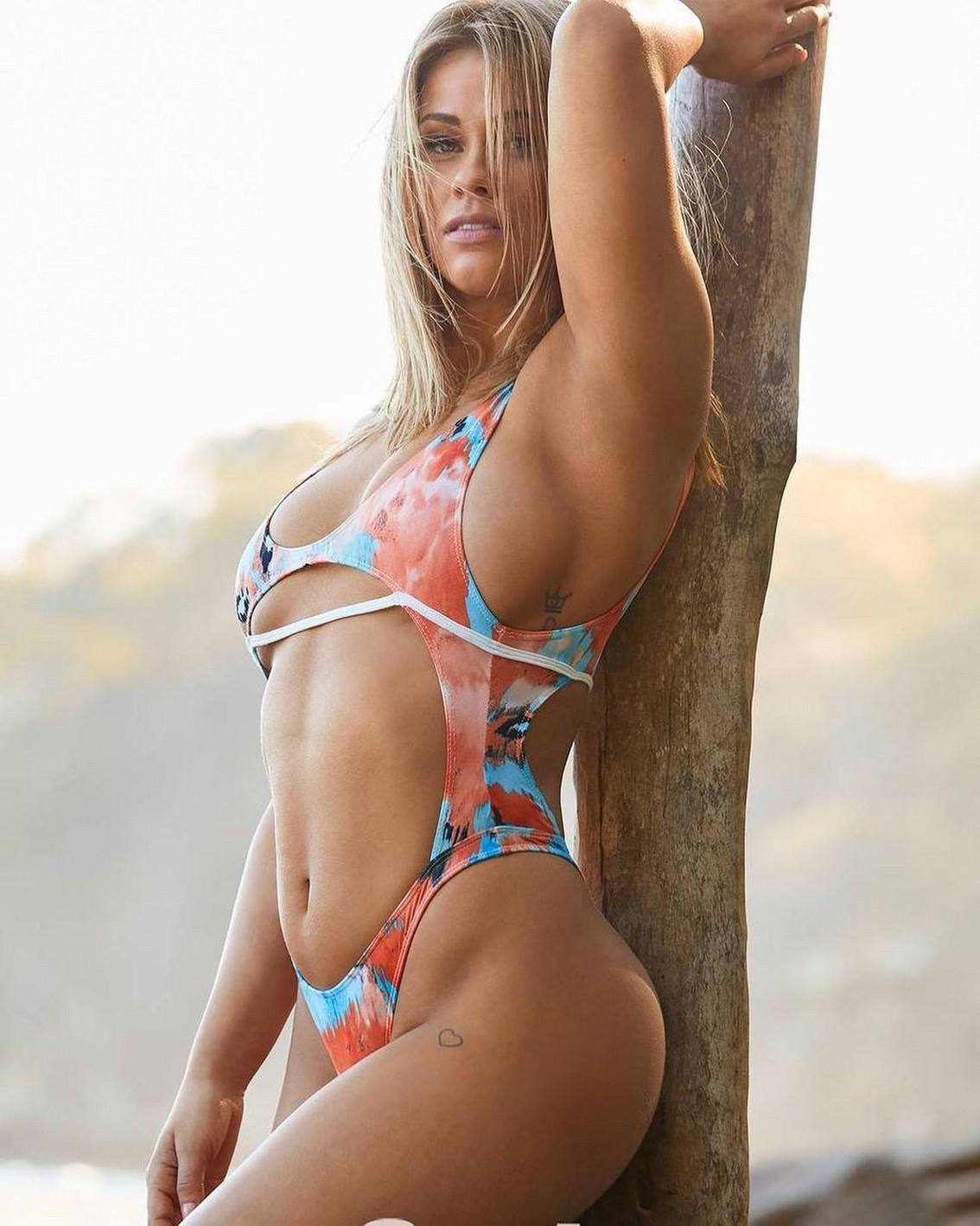 Paige VanZant bikini pics