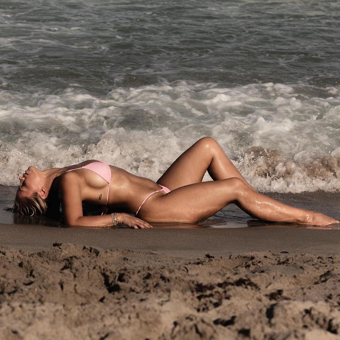 Paige VanZant on beach sex pics